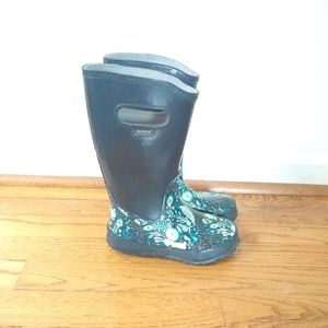 Bogs rain boots black with woodland animals EUC